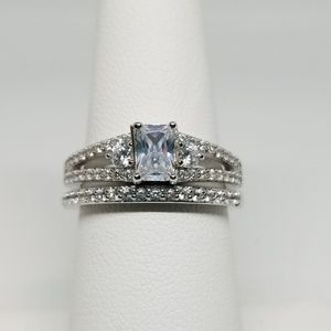 Jewelry - Sterling Silver Wedding Ring Set